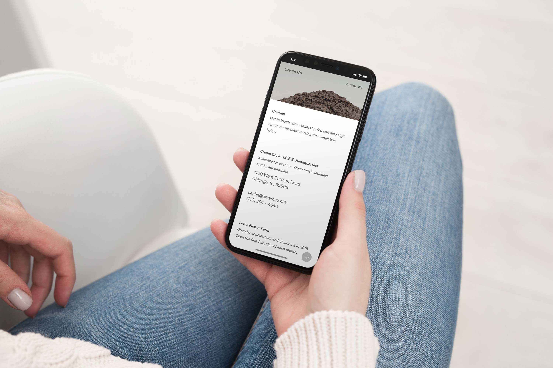 Cream Co. mobiele contact pagina ontwerp op een mockup