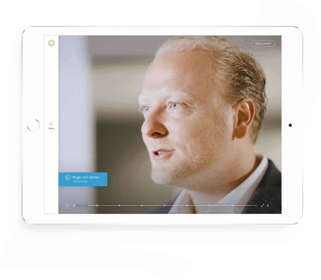 Detron introductie van mannelijke werknemer scherm op tablet