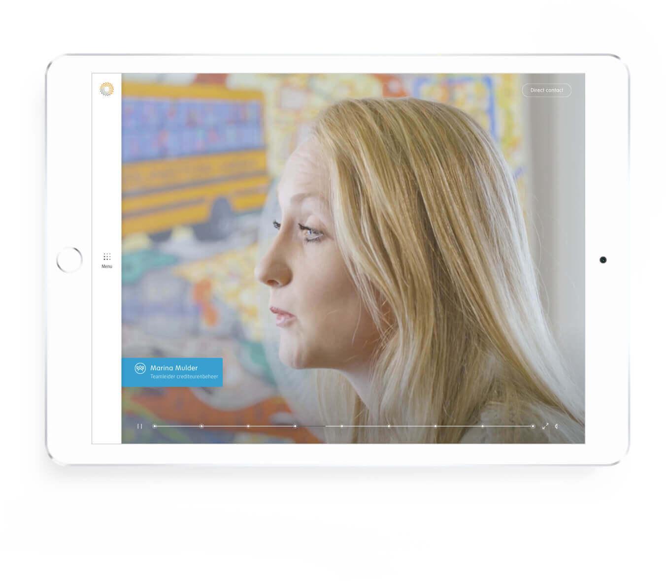 Detron introductie van vrouwelijke werknemer scherm op tablet