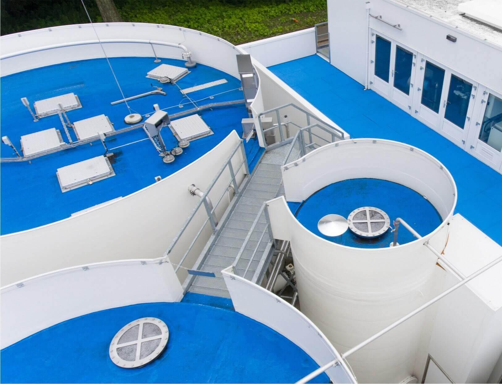 Pharmafilter installatie foto van het blauwe dak