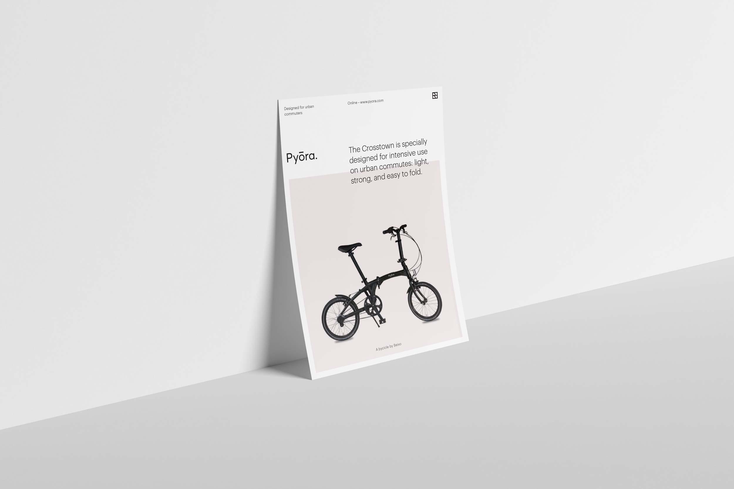 Staande flyer die de Brand Identity van fietsenmerk Pyora laat zien